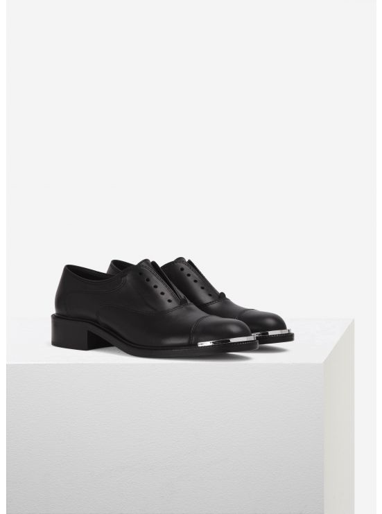 Glossed leather oxfords
