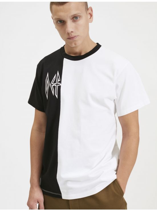 Graphic tee-shirt
