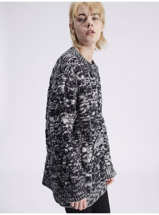 Oversized two-toned cable knit jupmper