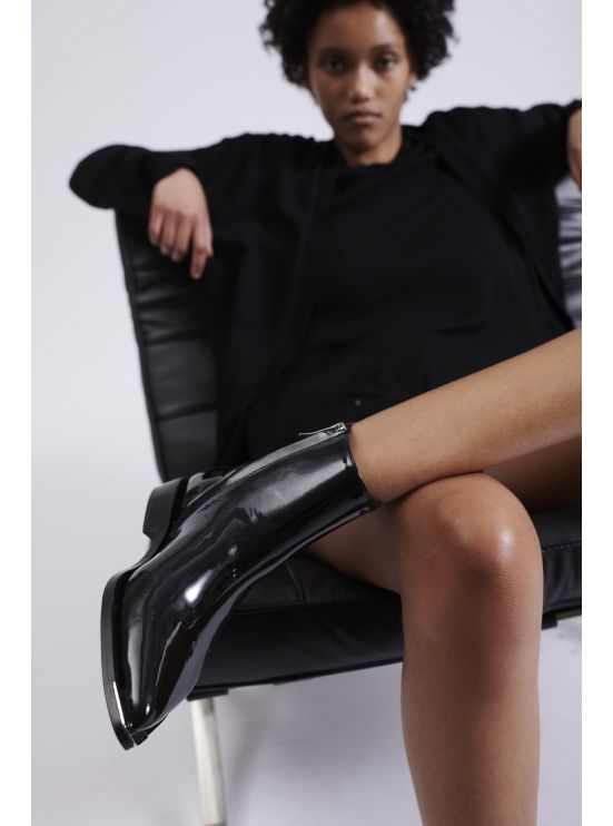 Patent leather low-boots
