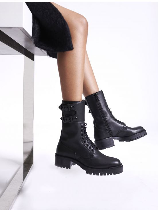 Combat boots in vegan leather