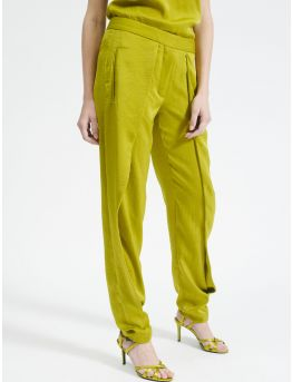 Flowing trousers with pleats