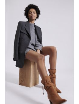 Mid-cut boots in grained leather