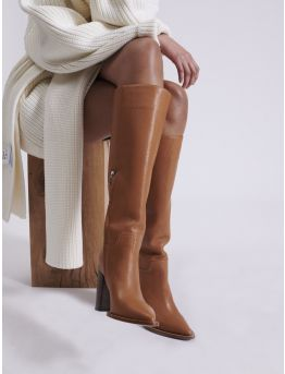 Riding boots in grained leather